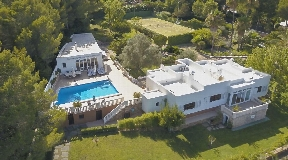 Villa for sale Santa Eularia Des Riu with tennis court