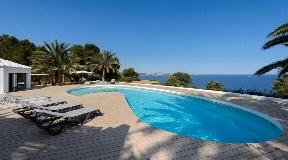 Amazing luxury villa with beautiful sea views in Es Cubells