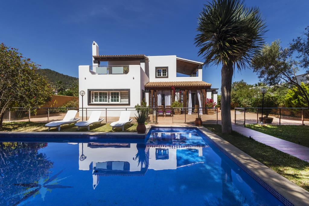Villa for sale in San Jordi with touristic licence