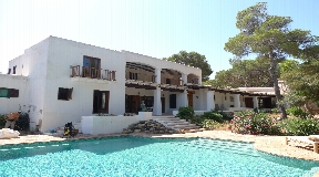 Large villa for sale in Cala Vadella