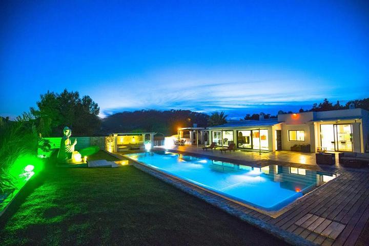 Magnificent villa located in an area near the town San Agustín