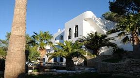 Beautiful villa with great sea views