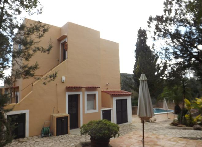 Charming house with large garden and great sea views