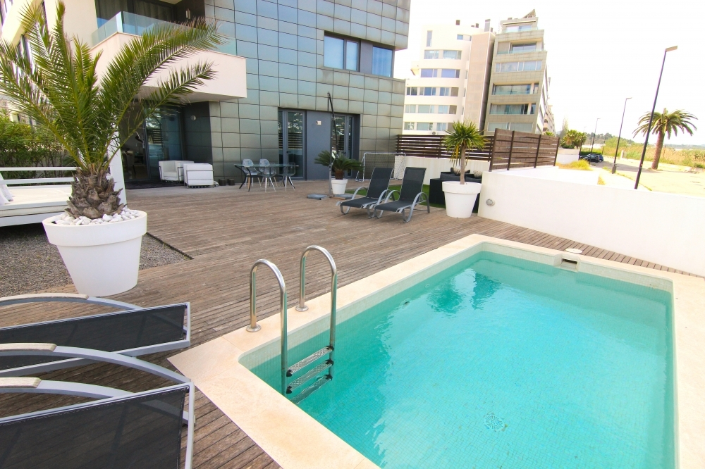 Very nice garden floor apartment with 117 m2 and private pool