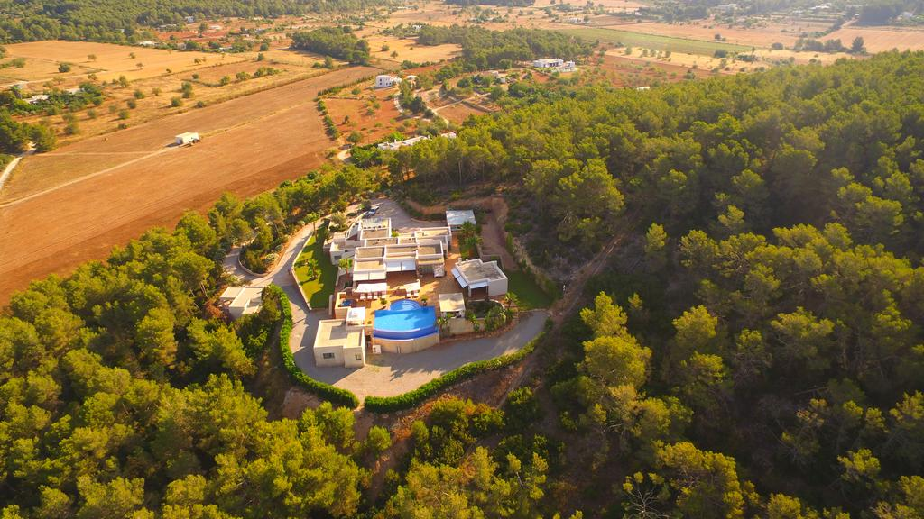 Beautiful villa near to Santa Gertrudis with mountain views