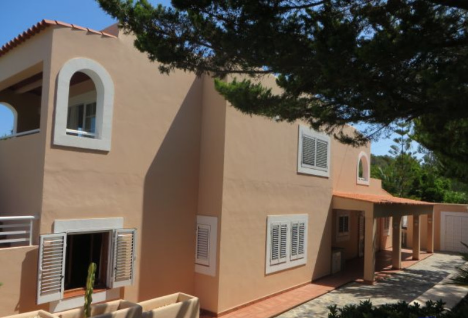 Nice house walking distance to the beach from Portinax