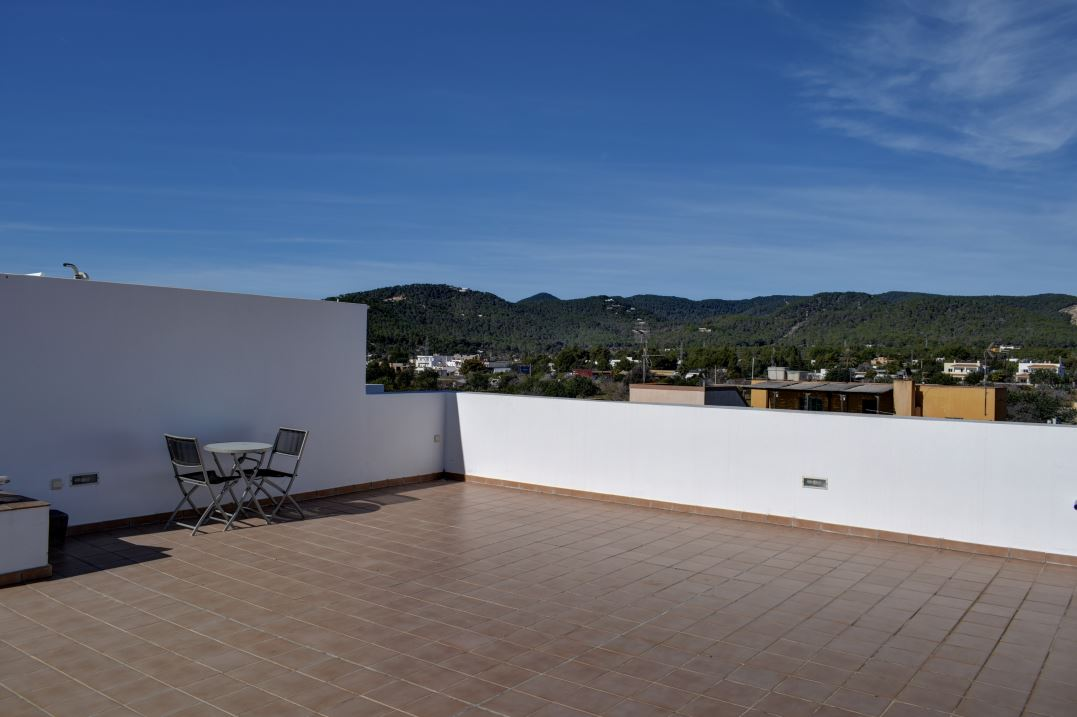 Discover this penthouse located in the comfortable area of ​​San Jordi