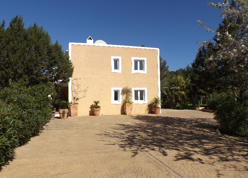 Very nice 4 bedroom house in one of the most beautiful areas of Ibiza