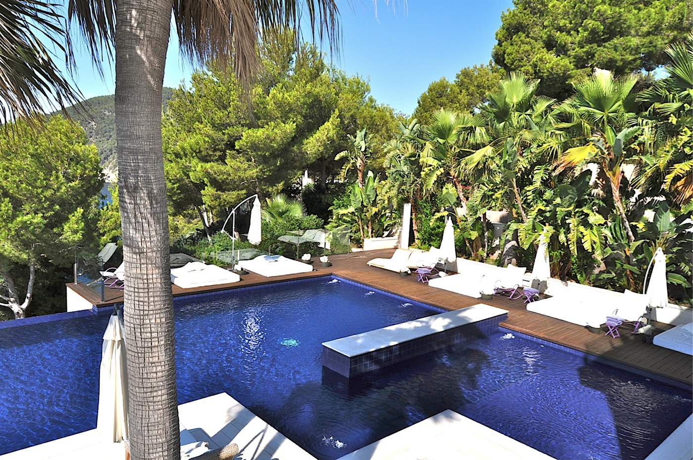 Marvellous frontline villa on the cliffs of Cala San Vincente