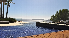Impressive sea view villa for sale on top of a cliff in Cala San Vicente