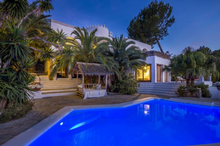 Noble private estate in finca style with a lot of charm and character close to Santa Eulalia