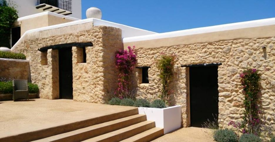 Traditional Grade II listed finca in rural surroundings with sea views