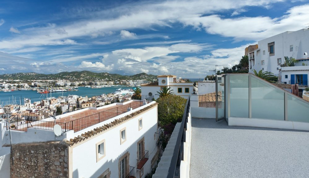 Fully restored townhouse high up in the heart of Dalt Vila