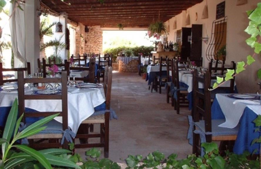 Rustic restaurant in Ibiza close to Es Cubells