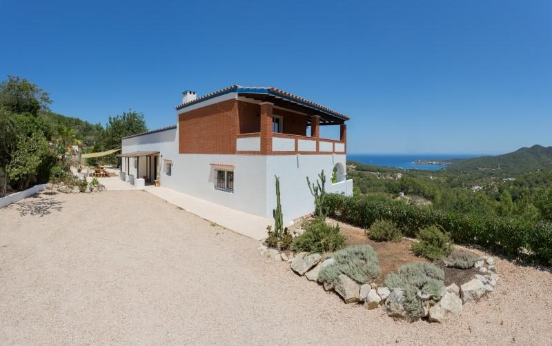 Beautiful renovated villa with beautiful sea view near Portinatx