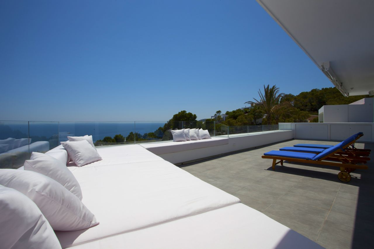 Exclusive detached villa with 360 m² living space with unforgettable sea views