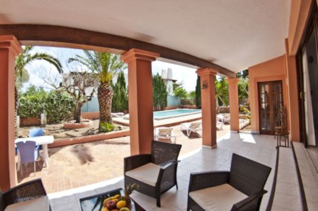 Large Ibiza property for sale near Playa D'en Bossa with touristic licence