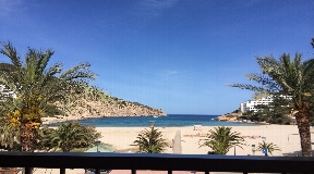 Apartment 1st line in Cala Llonga with top sea views