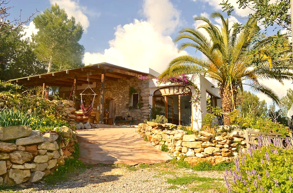 Authentic 150-year-old finca located on the top of a hill near the village of San Rafael