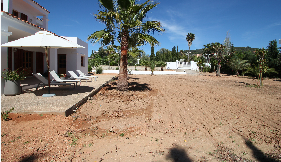 Pretty house of 200 m2 with reform project  with possibility to build a pool
