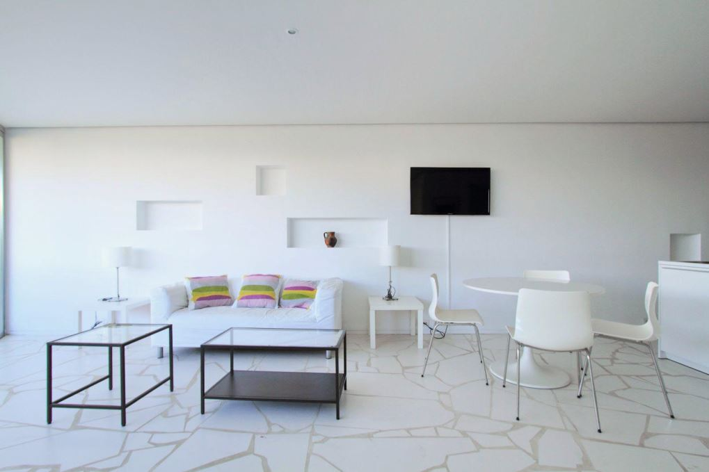 Lovely bright apartment located on the sea front of the Paseo Marítimo