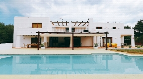 Spectacular house for sale en Ibicenco style completely renovate near Ibiza