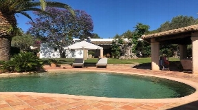 Rustic finca with pleasant ambience in the idyllic area of Santa Gertrudes