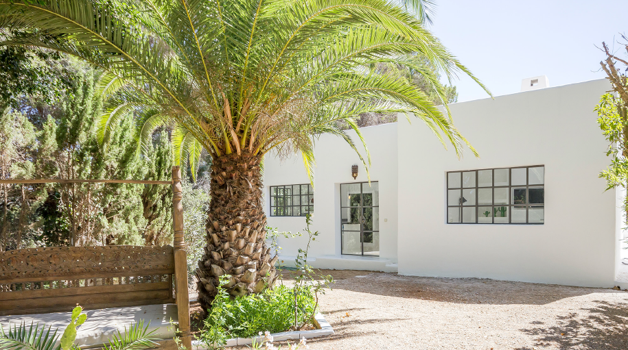Finca with guesthouse near to the village of Santa Gerturdis