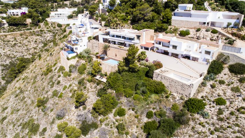 Villa for sale in Roca Lisa directly to the sea