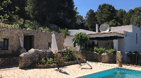 Rustic finca on a hill in a very quiet location in San Agustin