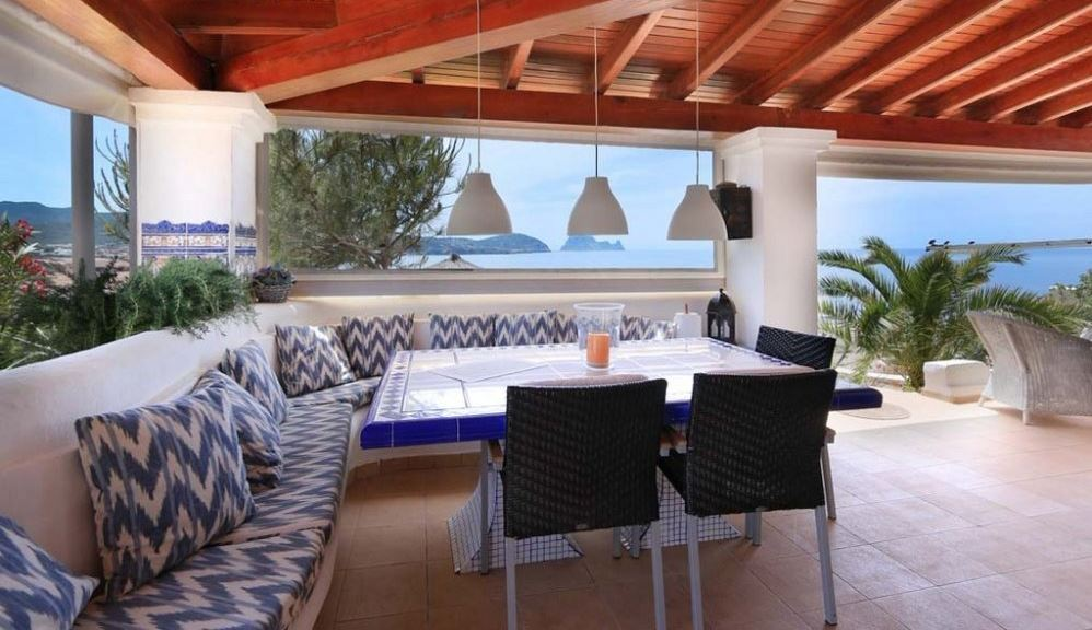 Villa in first sea line near Cala Conta for sale