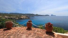 Villa in first sea line near Cala Conta for sale
