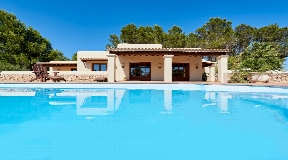 Villa between Ibiza and Santa Eulalia with amazing country views