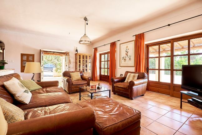 Villa between Ibiza and Santa Eulalia with amazing country views