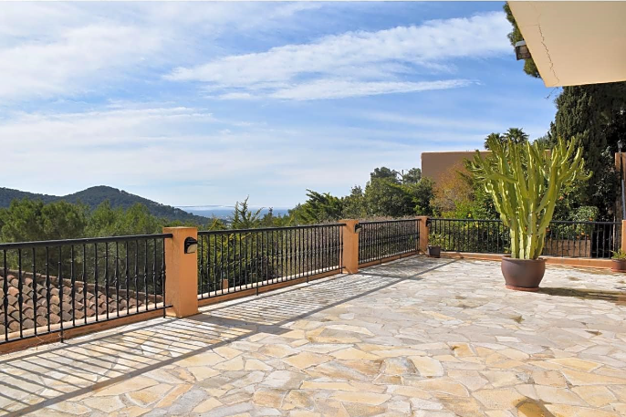 Wonderful high quality villa in Can Furnet with best views