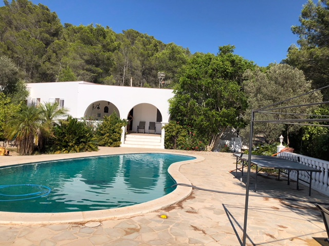 Renovation property in a beautiful quiet location in front of San Miguel