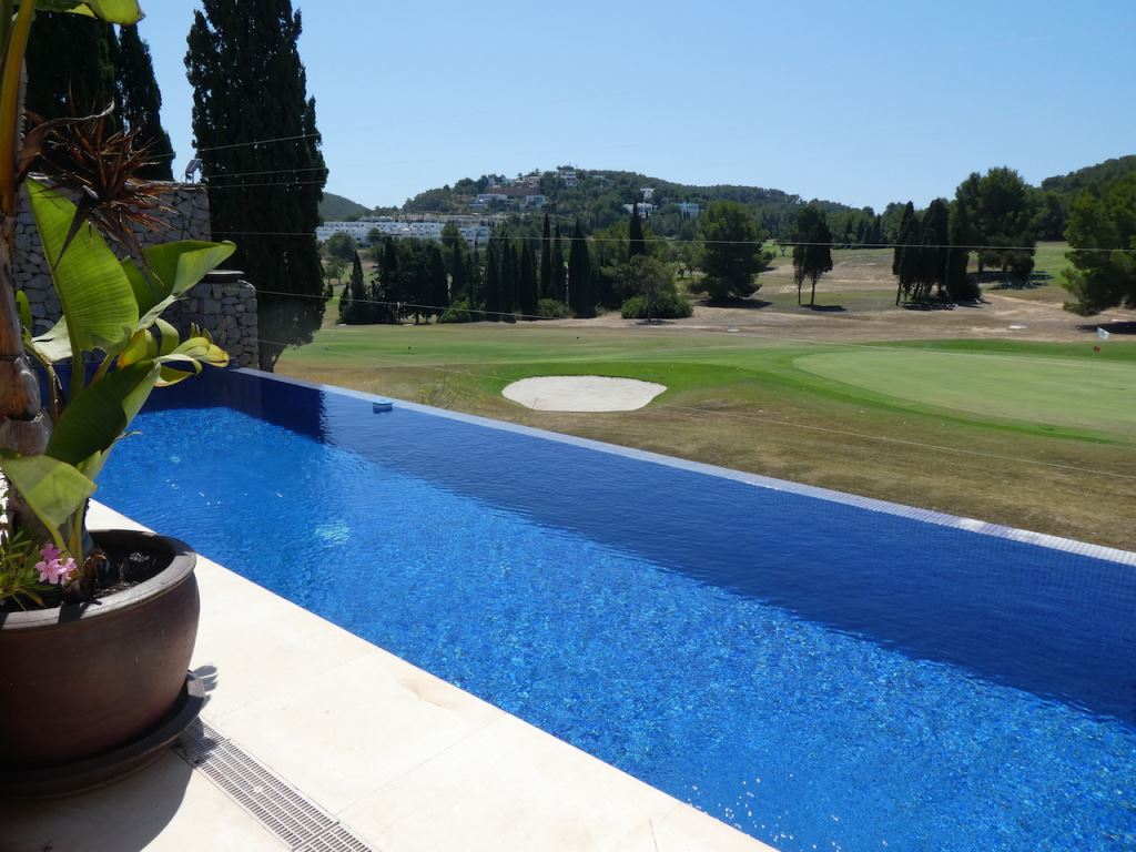 Terraced house on the golf course of Roca Llisa