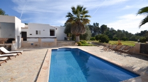 The country house with pool and 2 more apartments and touristic licence