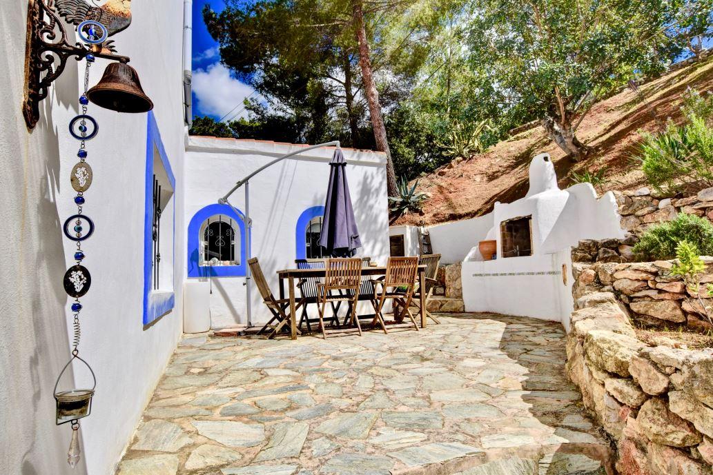 House located between Santa Eulalia and Ibiza