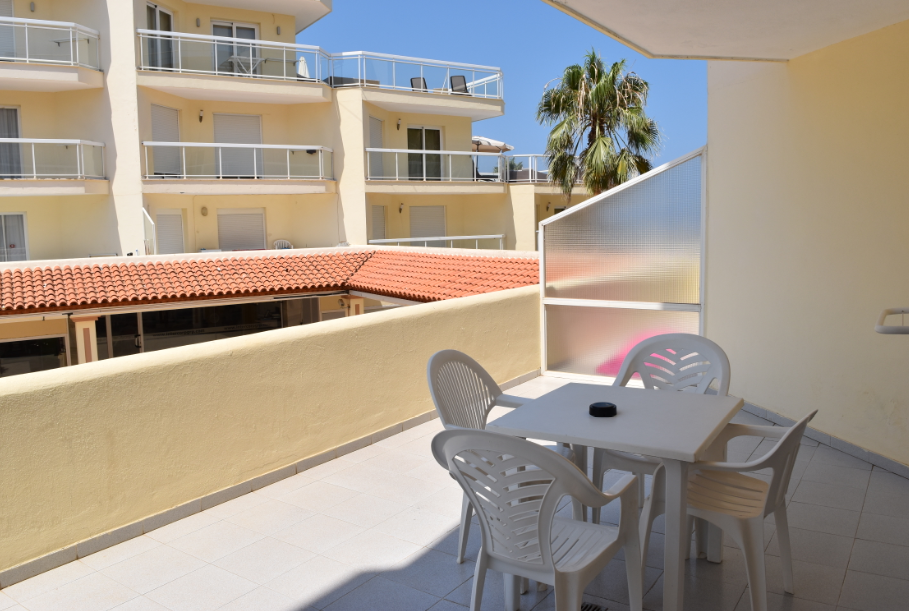 Apartment with sea view and fron line in Cala de Bou