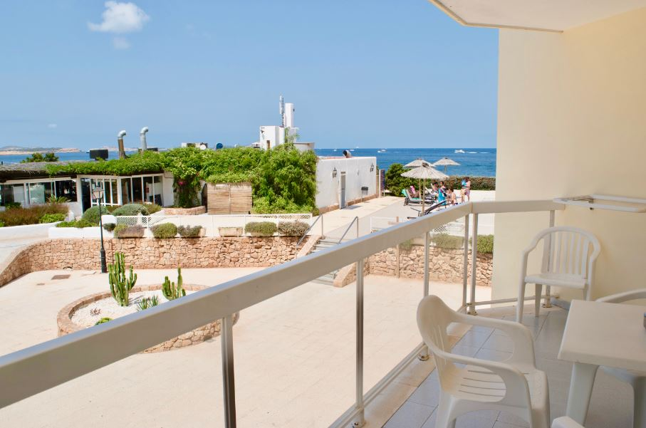 Front line apartment on the wonderful Mediterranean coast