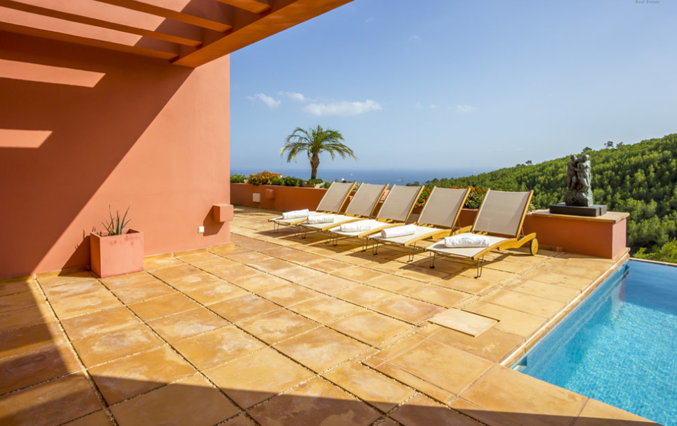 Exclusive property with sea views close to Ibiza