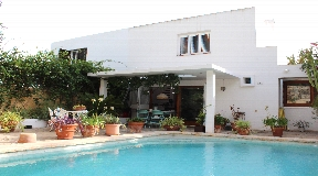 Detached house of 200m2 with pool in Can Pepsimo