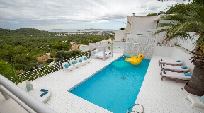 A dream in white! Fabulous Villa above the roofs of Can Furnet with breathtaking views