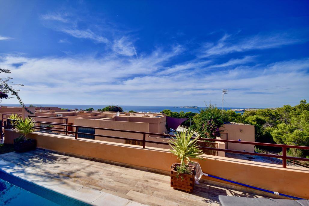 House for sale in Cala Tarida with pool
