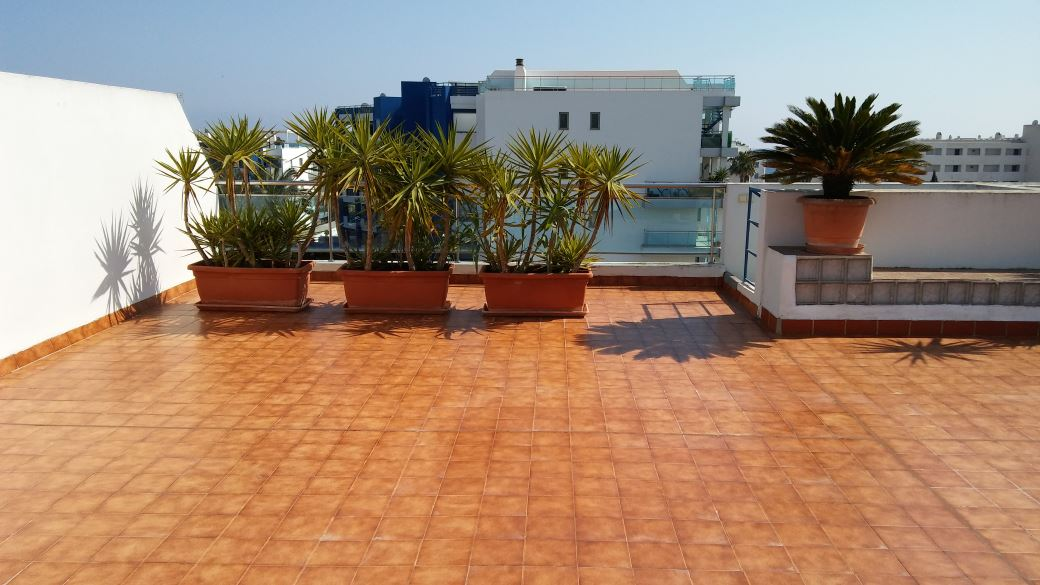 Penthouse with 130 m2 living space in Santa Eulalia