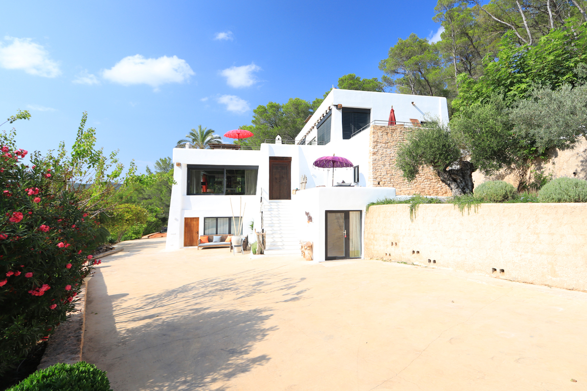 Luxury blakstad style finca located between Ibiza and Sta. Eulalia