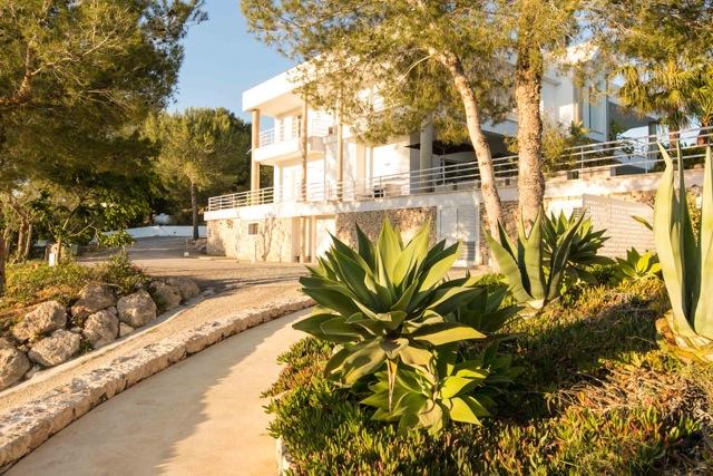 Luxurious stylish villa located between San Rafael and Santa Gertrudis