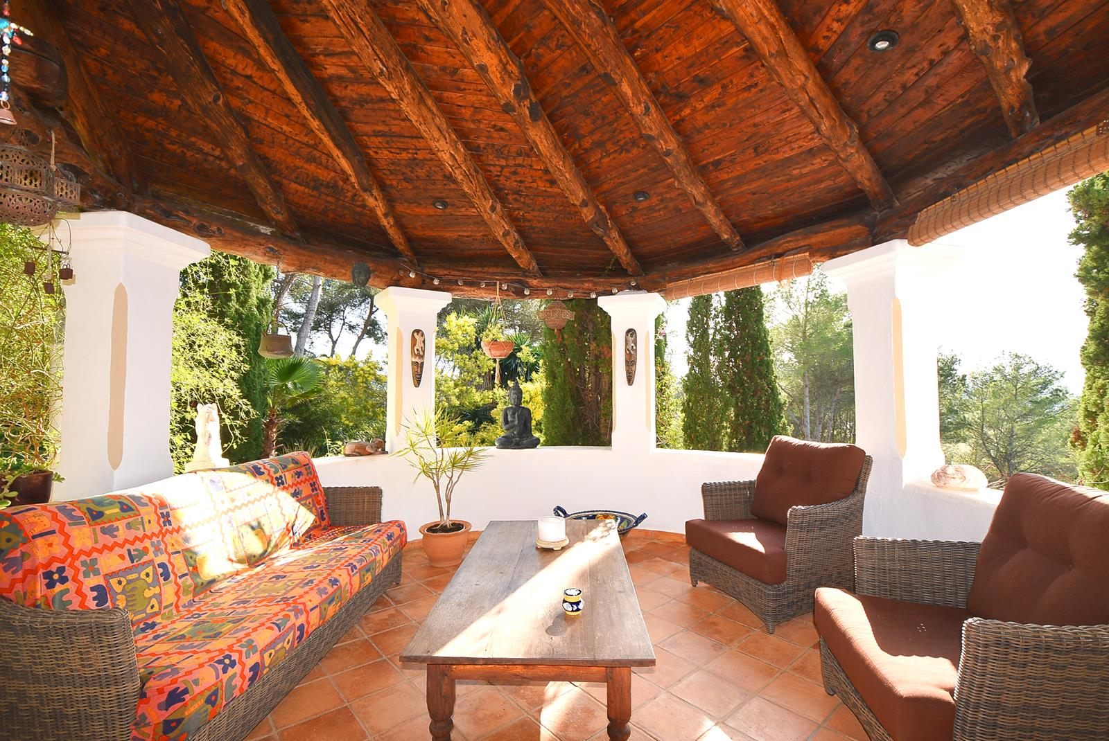 Very fine villa spanish finca type with an idyllic garden close to Atzaro