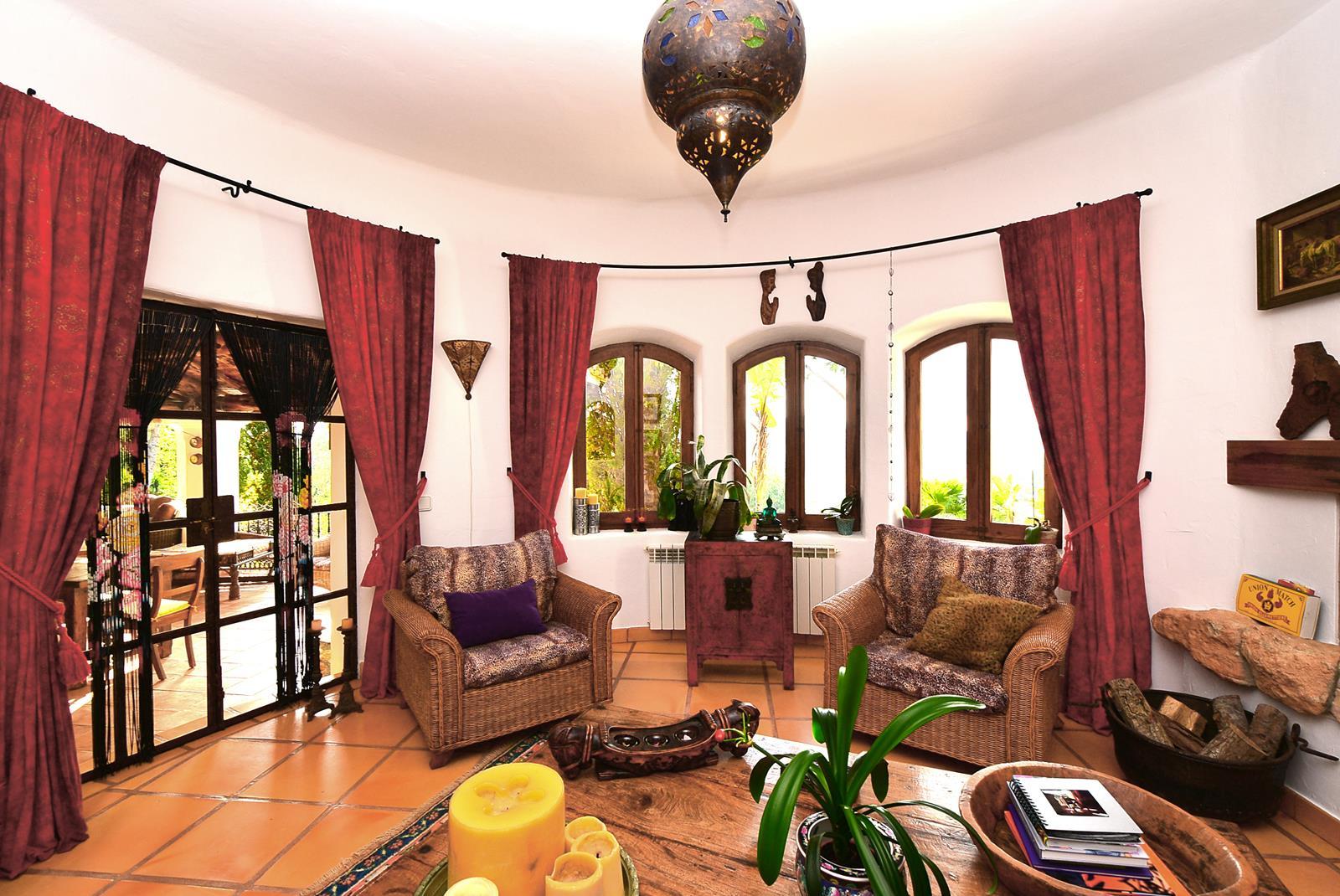 Very fine villa spanish finca type with an idyllic garden close to Atzaro